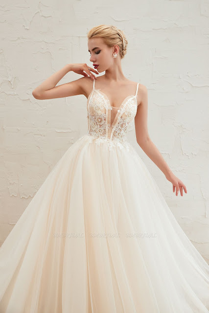 Elegant Spaghetti-Starps Tulle Wedding Dress With Appliques