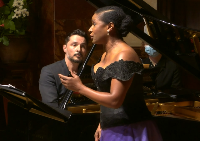 Elizabeth Llewellyn and Simon Lepper at Wigmore Hall (image taken from live stream)