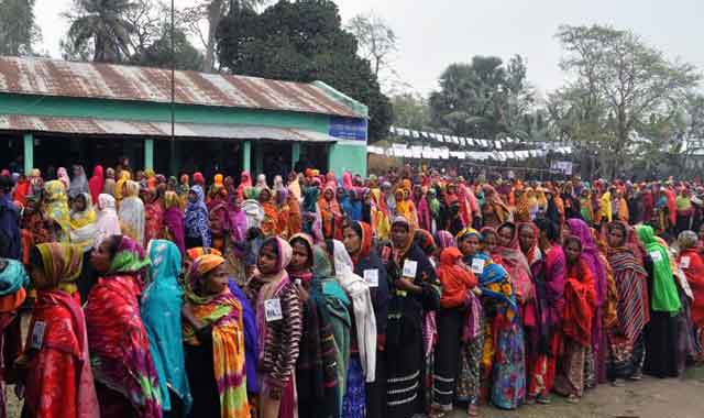 In the postponement of Bakshiganj municipal polls, peaceful voting is going on