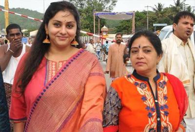 Namitha Special Prayer At Thirupathi For Making Jayalalithaa as CM Again