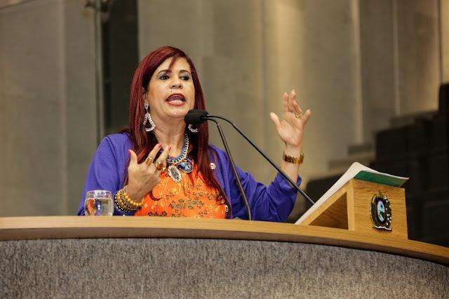 Delegada Gleide Ângelo apresenta projeto de lei que favorece seleção para o primeiro estágio
