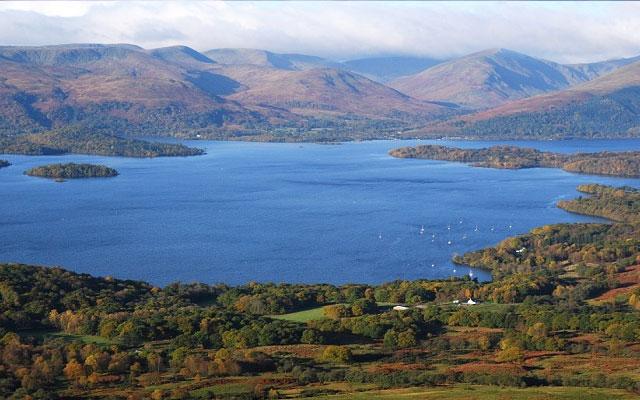 Ada Pulau di Tengah Danau Loch Ness