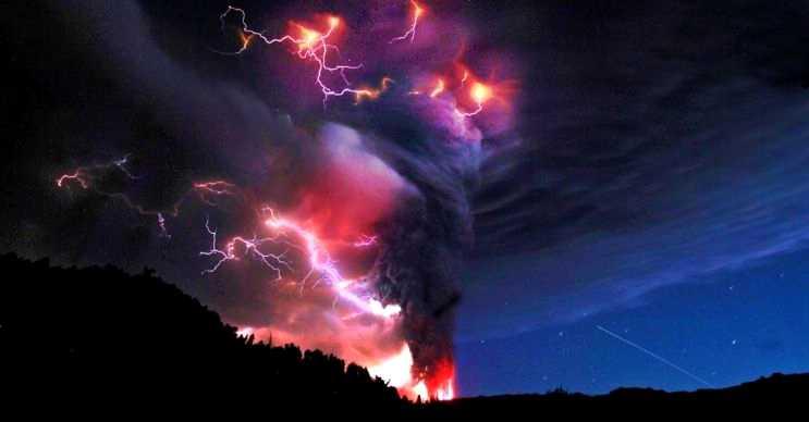 Volkanik yıldırımlar nadir görülür, ağırlıkla kül bulutlarından kaynaklandığı düşünülür.