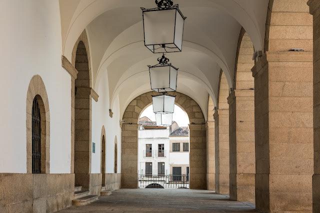 Soportales del Ayuntamiento de Cáceres :: Canon EOS5D MkIII | ISO100 | Canon 24-105@47mm | f/5.0 | 1/80s