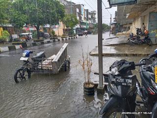 Warga Harapkan Pemerintah Bisa Mengatasi Tergenangnya Air di Jalan Imam Bonjol Kota Rantauprapat
