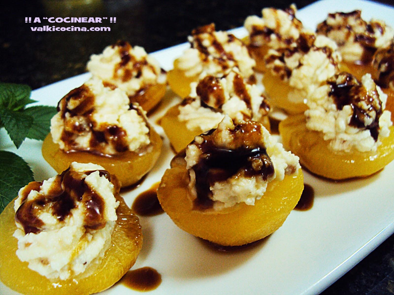 Albaricoques rellenos de queso mascarpone y almendra crocanti