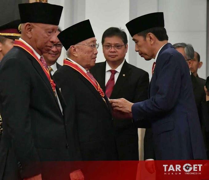 Presiden Joko Widodo Anugerahkan Tanda Kehormatan Bagi 29 Tokoh