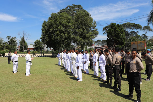 49 Personil Polres Lampung Barat dan Polsek Jajaran Mengikuti Pelatihan Bela Diri Polri