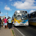 Passageiros lotam paradas na zona norte e oeste da capital nesta quinta - feira
