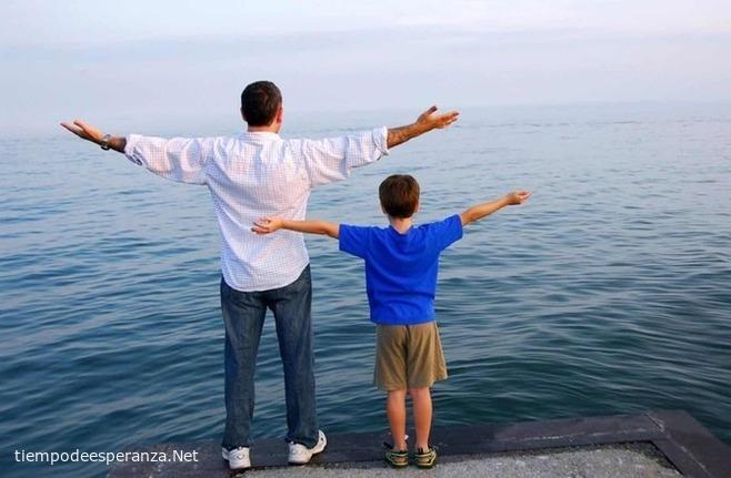 Padre es el ejemplo de su hijo