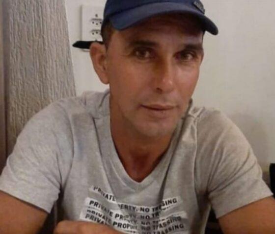 Homem sai para vender moto e desaparece, enquanto a esposa recebe mensagem falando de morte