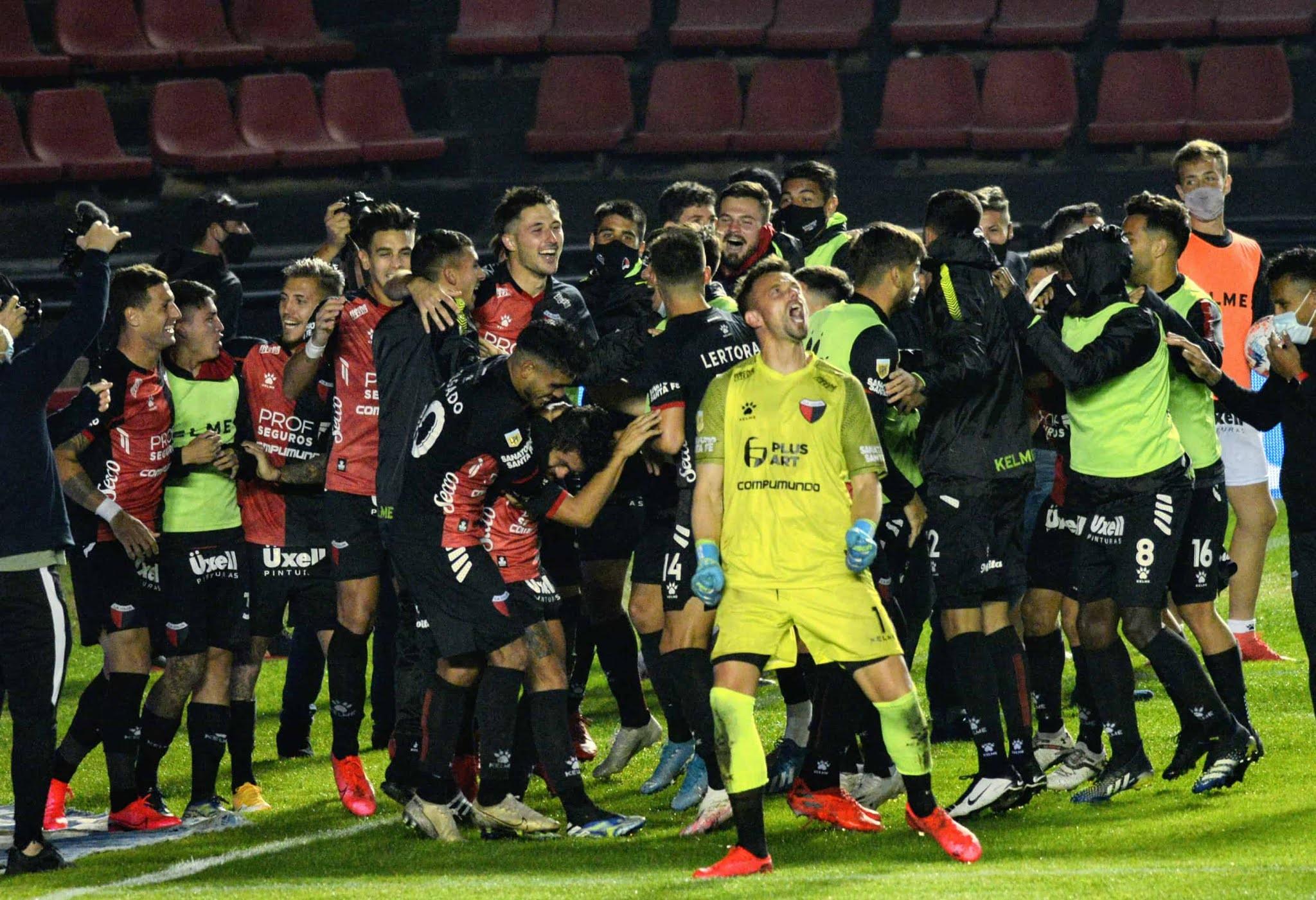 Colón venció a Talleres en los penales y jugará la semifinal con Independiente