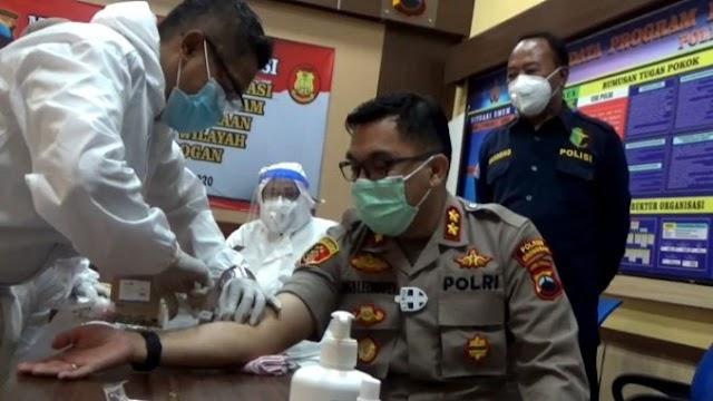 Perkuat Imun Tubuh, Anggota Polres Grobogan Disuntik Vitamin