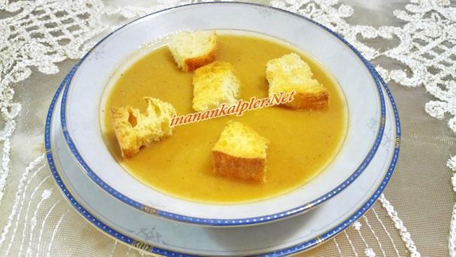 Domatesli Közlenmiş Patlıcan Çorbası Sunumu