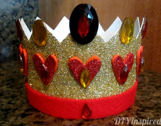 Easy DIY crown idea from empty plastic containers