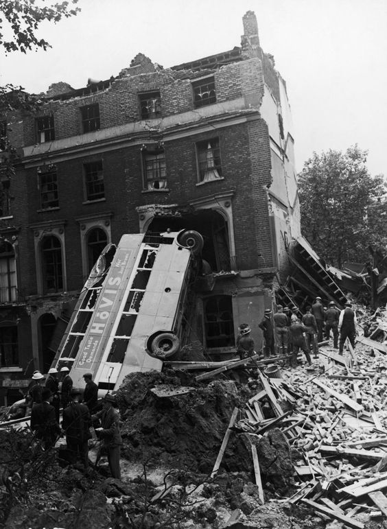 9 September 1940 worldwartwo.filminspector.com London Blitz