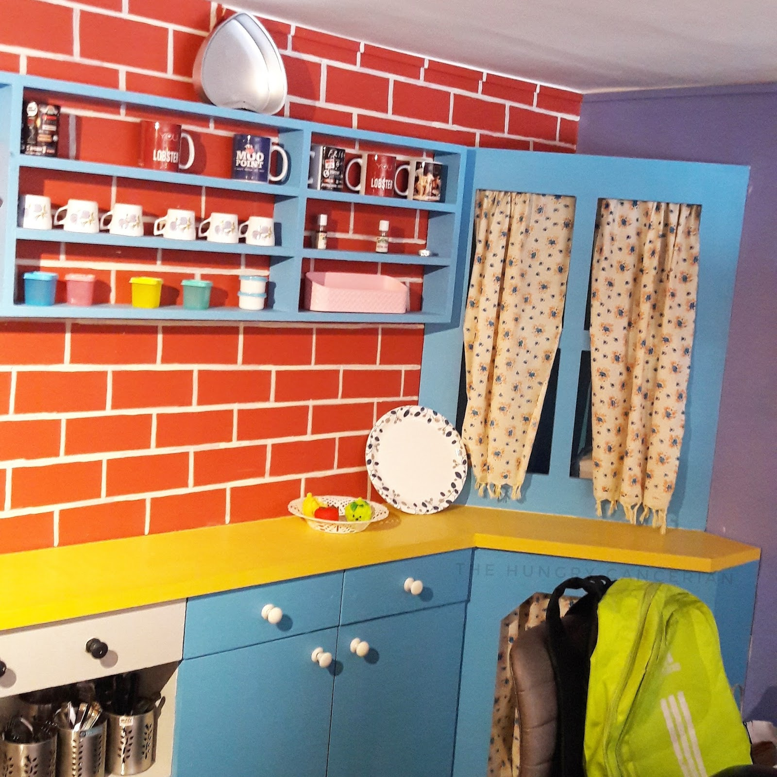 F R I E N D S Themed Cafe Now In Navi Mumbai The Hungry