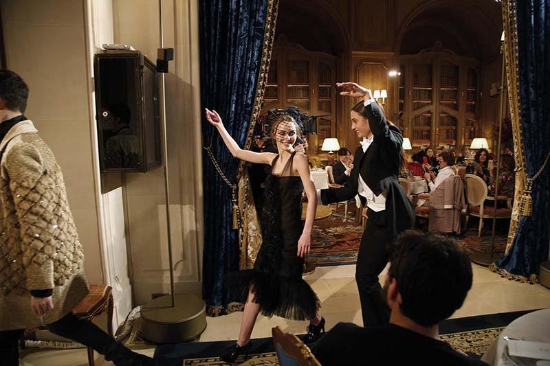 Lily-Rose Depp au Défilé Chanel Métiers d'Art 2016-2017 - Cosmopolite