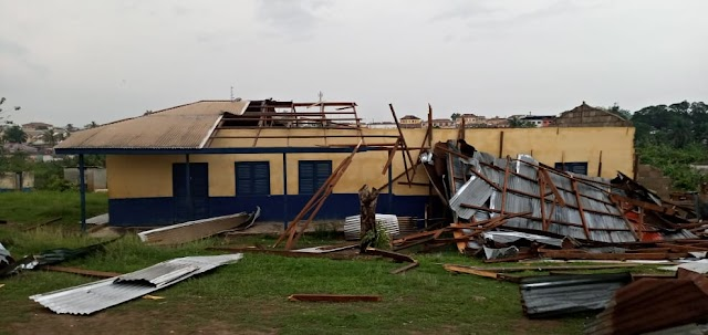 Akyem Oda: 10 injured, hundreds of buildings ripped off by violent rainstorm