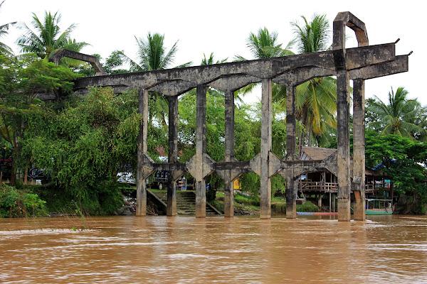 Puente del ferrocarril francés entre las islas Don Det y Don Khon (Si Phan Don, Laos)