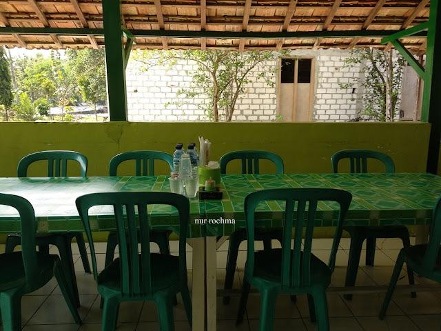 rumah makan ayam panggang tirtomoyo 3