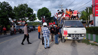 laksanakan di hotel grand metro permai, Kapolres Tana Toraja AKBP. Sarly Sollu, SIK, MH, memimpin langsung upaya pencegahan kerumunan yang terjadi di depan kantor Bupati Tana Toraja. Selasa