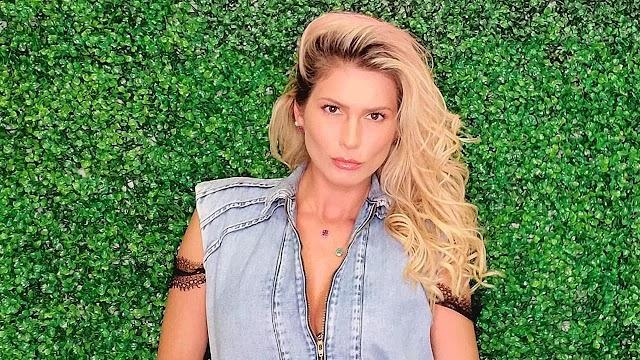 """Lívia Andrade toma banho de mar com fio-dental provocante e fãs enlouquecem: """"Assim não dá!"""""""