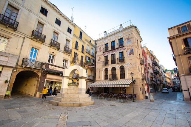 Iglesias-Piazza e pasticceria Lamarmora