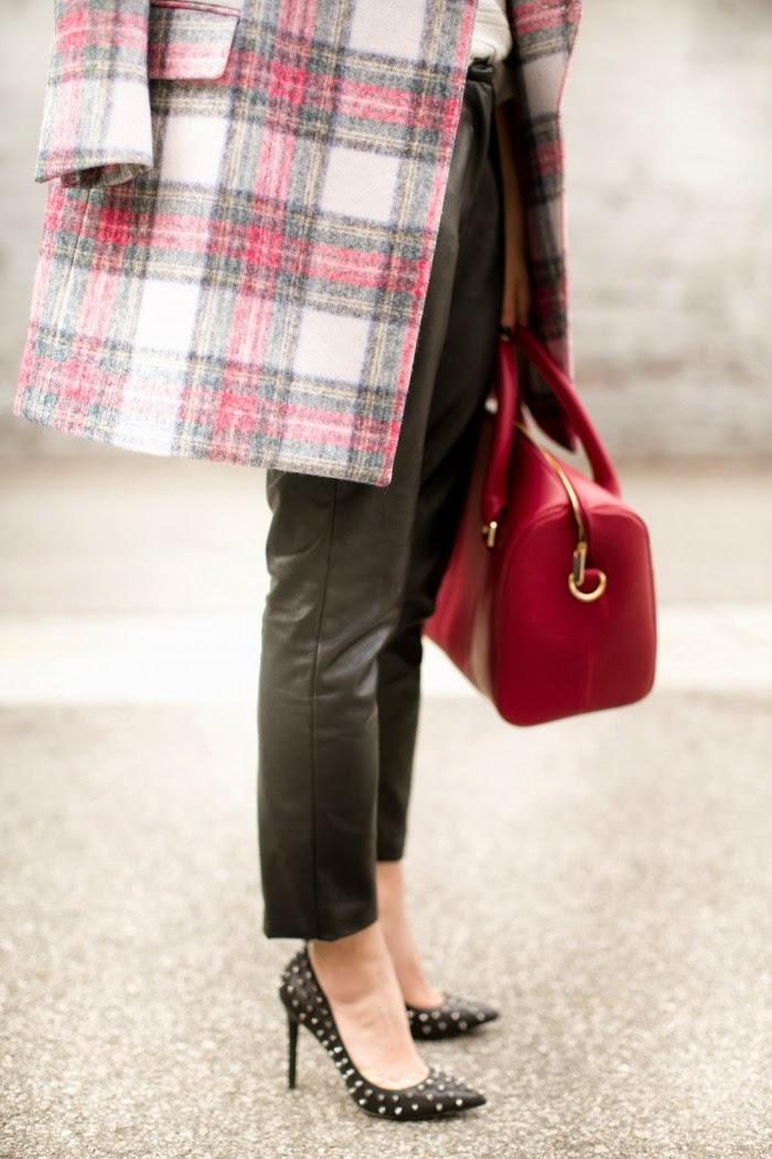 Outfit Red Turtleneck & Chanel Vintage Pumps