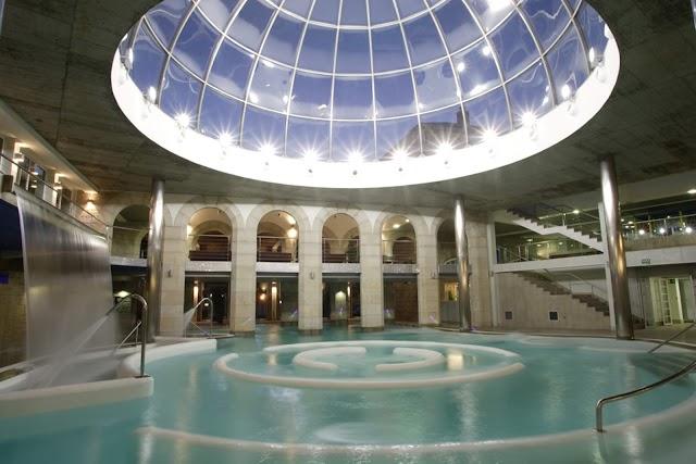 Balneario de Mondariz une, estas Navidades, sus aguas mineromedicinales con la exclusividad de la seda y el oro