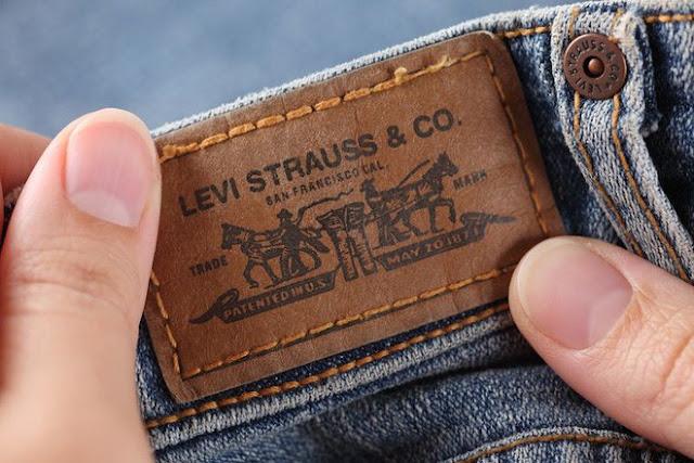 """""""Giai thoại"""" về miếng da được gắn cẩn thận phía sau cạp quần Jeans, in Hồng Hạc"""