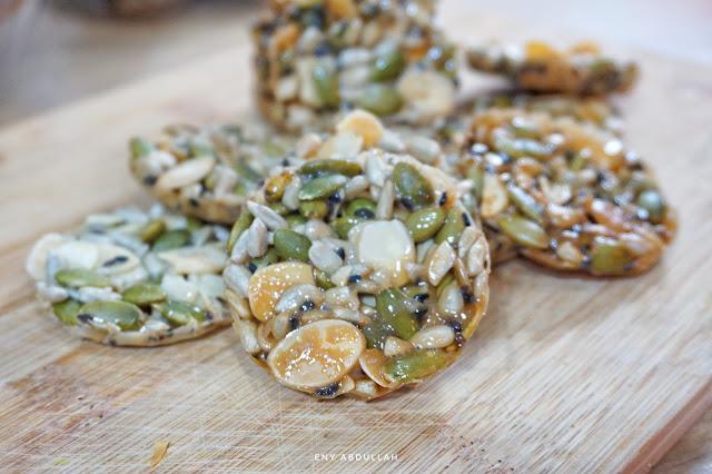 Biskut florentine, Crunchy caramel, florentine cookies, biskut florenta, tepung florenta, almond florentine, biskut badam rangup, kacang potong