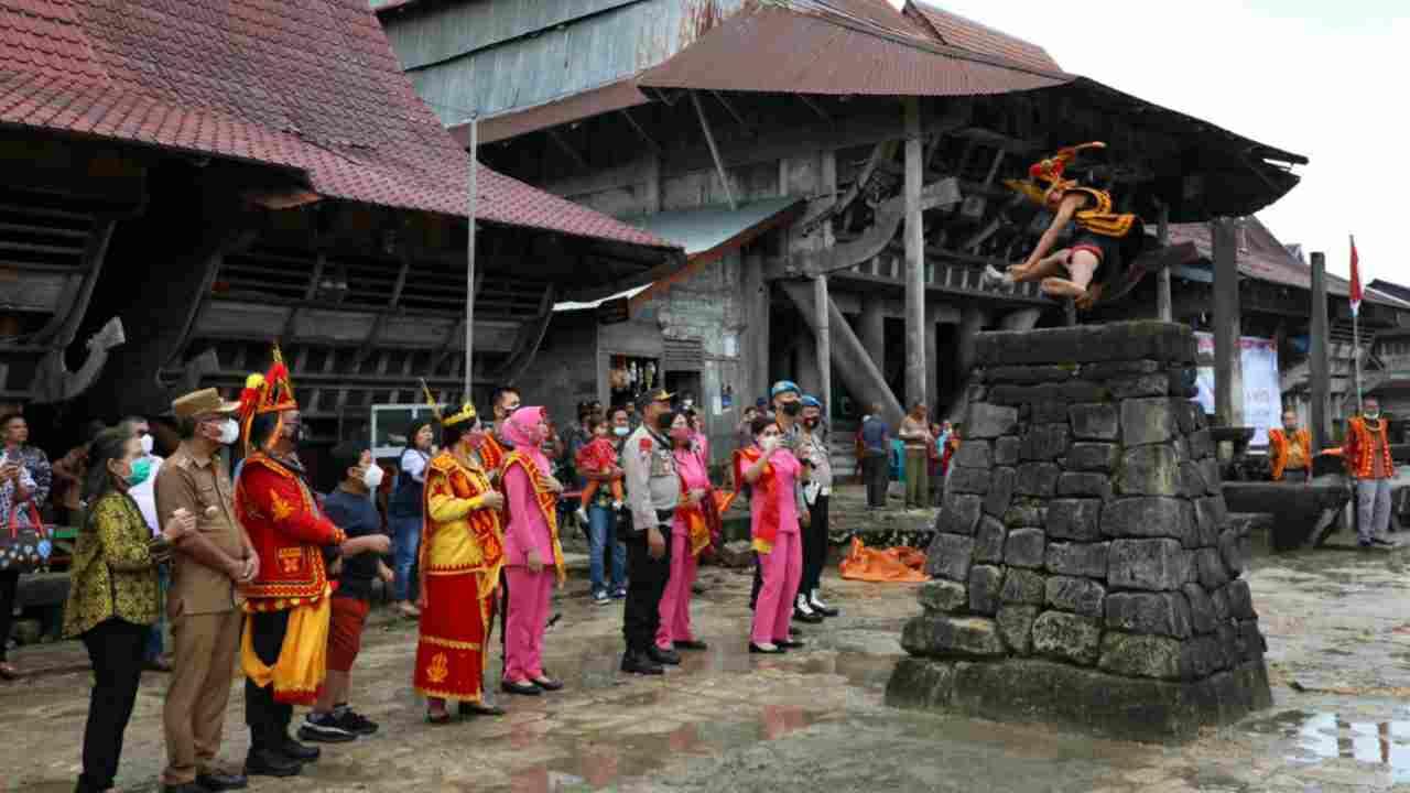 Kapolda Sumut Disambut Dengan Kesenian Tradisional Loncat Batu, Dorong Wisata Tumbuh Kembali