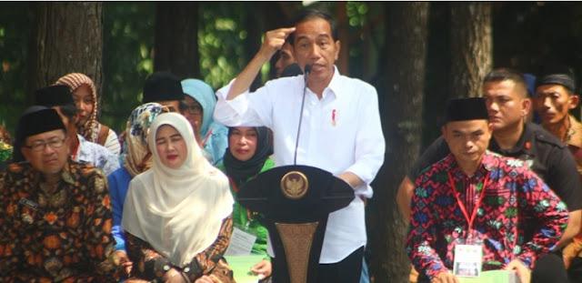 Difitnah Anti-Islam, Jokowi: yang Teken Hari Santri Siapa?