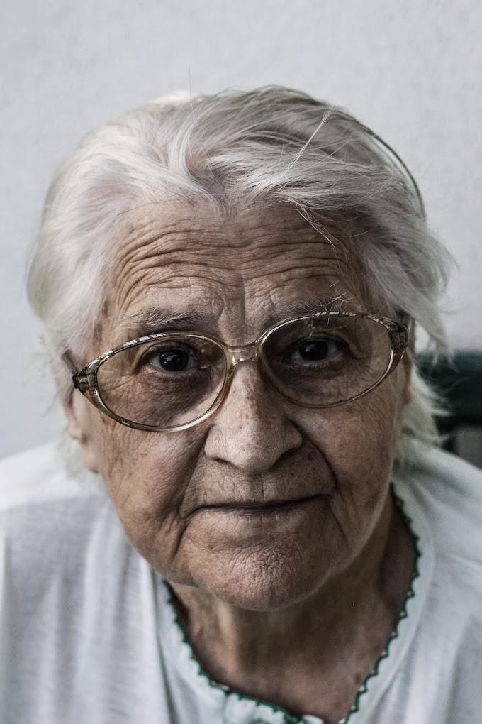 दादी माँ कविता हिंदी में  । poem on grandmother in hindi