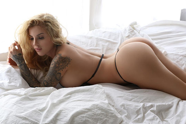Jessica weaver booty pics on bed