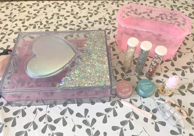 contents of glam goo deluxe set