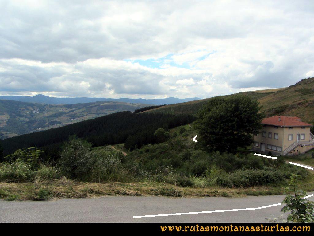 Ruta Cangas - Acebo: Bajando a Cangas, desvío a la derecha