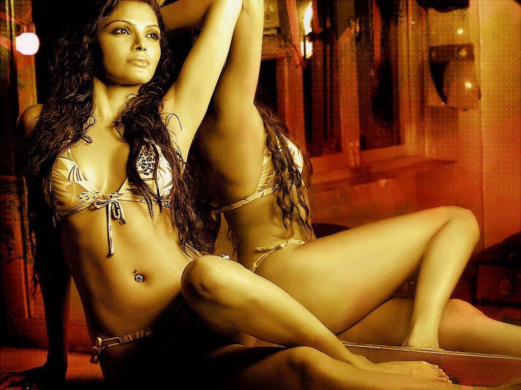 podrugi-indiyskiy-aktrisi-eroticheskom-filme-intim