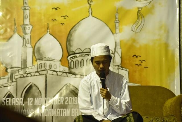 KH Muhammad Makki Imam Bukhori memimpin pembacaan istighosah