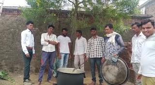 ग्राम झिरना मै किया युवाओं ने भंडारा का आयोजन