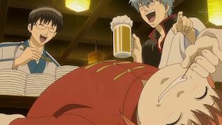 Gintoki, Kagura i Shinpachi dobrze się bawią w swoim gronie