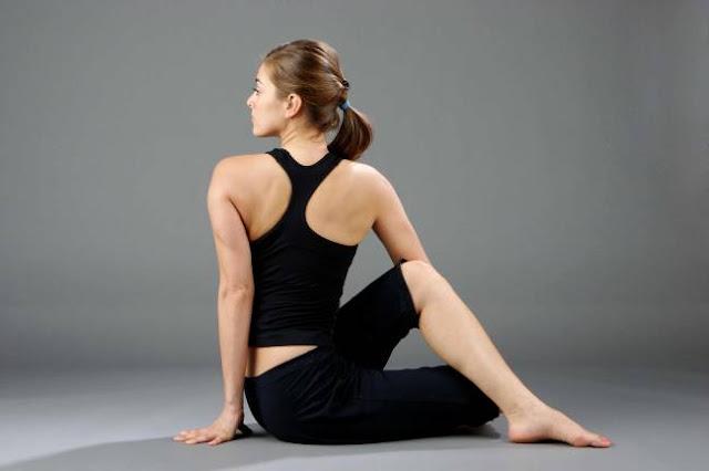 Tứ thế ghế xoắn ( Bài tập Yoga twisted chair )