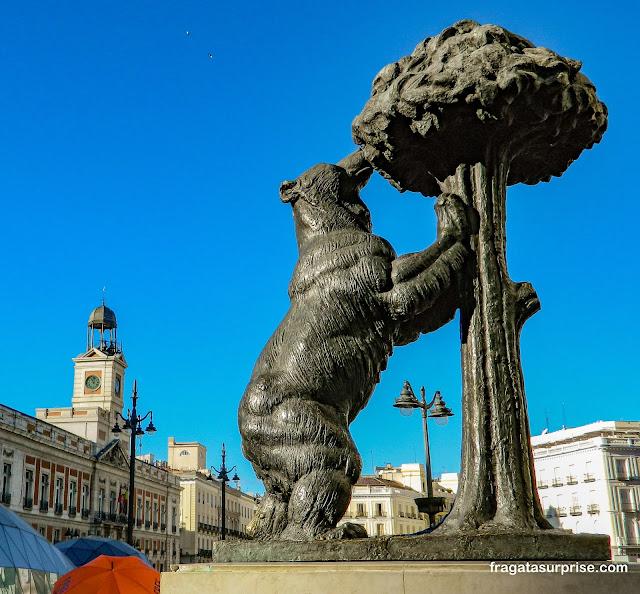 """Estátua """"O Urso e o Medronheiro"""", símbolo de Madri"""