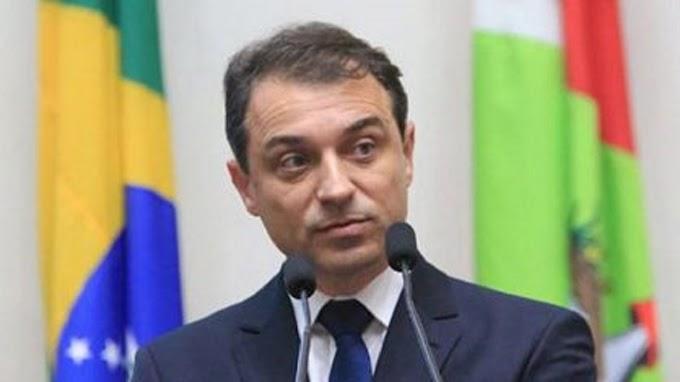 Governador de Santa Catarina é alvo de buscas da PF por fraudes em compra de respiradores