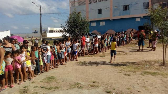 """Em Delmiro Gouveia, confira imagens da entrega dos ingressos da sétima  edição do """"Domingo no Park"""""""