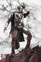 S.H. Figuarts The Mandalorian (Beskar Armor) 21