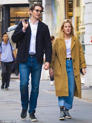 Ellie Goulding terlihat dengan tunangan atlet Caspar Jopling untuk pertama kali