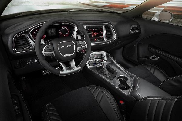 Interior Challenger SRT Hellcat Redeye