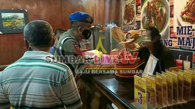 Satpol PP Padang lakukan peneguran terhadap kafe di jalan Hayam Wuruk